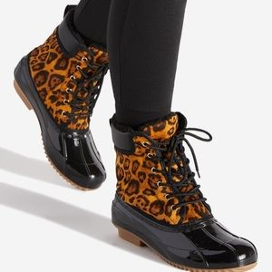 ☔️Leopard and black lace-up rain booties, size 8